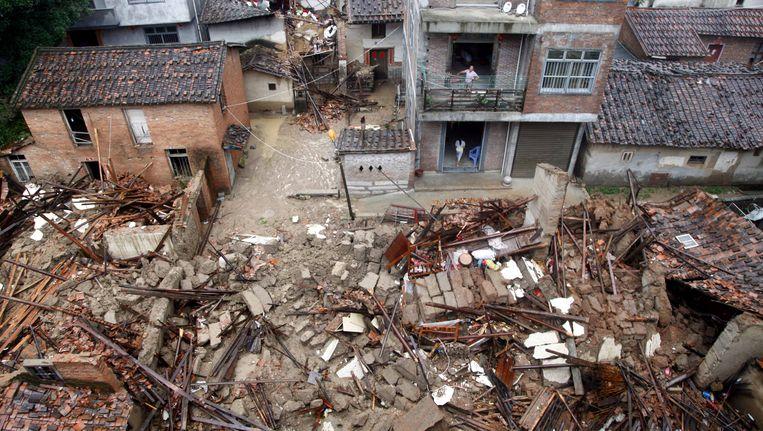 Beschadigde en ingestorte huizen in Putian in de Chinese provincie Fujian.