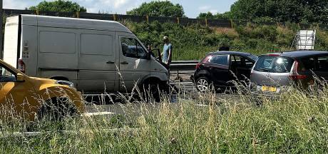 Ongeluk op N3 bij Papendrecht, twee rijstroken dicht richting A15 en N214