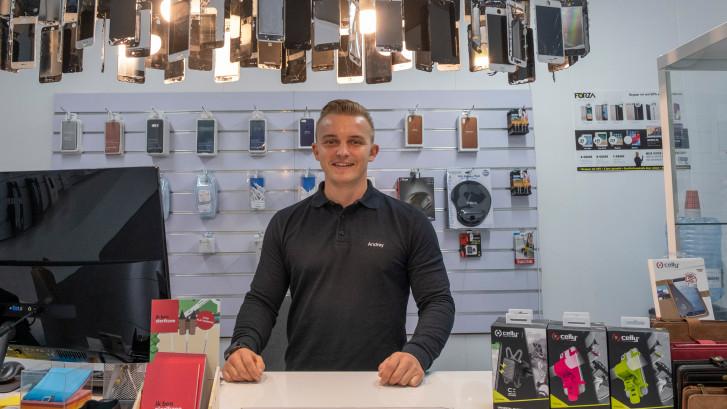Andriy Derzhavets uit Zierikzee begon met het repareren van telefoons als grap
