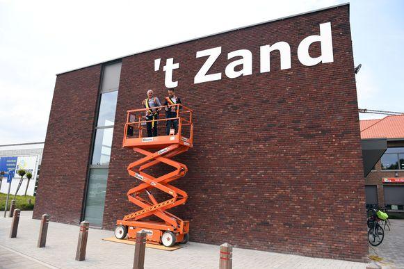 De sportzaal 't Zand in Baal werd door burgemeester Bert De Wit en schepen Bertrand Eraly voorgesteld en feestelijk geopend.