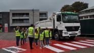 Burgemeester Deferm waarschuwt jonge Nieuwerkerkenaren over het gevaar van de dode hoek