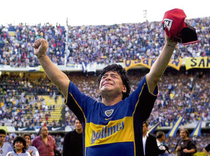 Op 10 november 2001 speelde Diego Maradona zijn afscheidswedstrijd in een bomvol La Bombonera, de thuishaven van Boca Juniors.