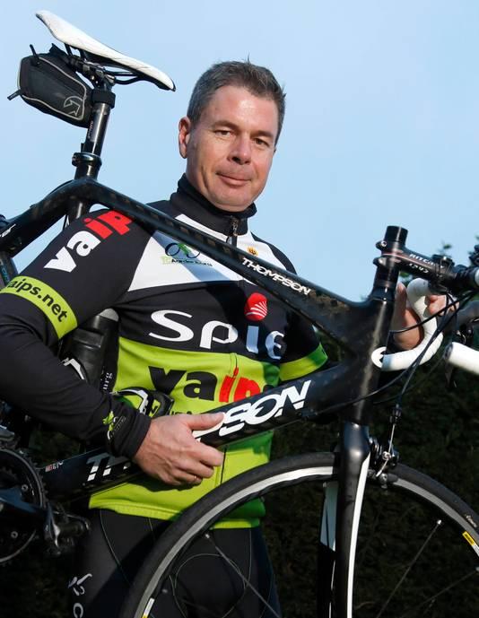 Clubheld Rudi Boidin met zijn fiets.