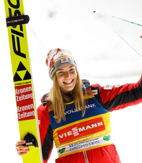 'Apeldoornse' Sara vliegt naar bronzen medaille wereldbeker schansspringen