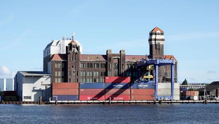 De oude meelfabriek van De Vrede aan het Noordzeekanaal Beeld Berlinda van Dam
