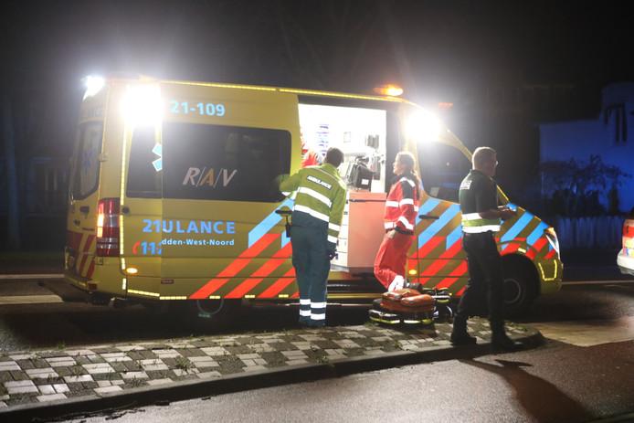 Het slachtoffer is met onbekende verwondingen per ambulance overgebracht naar het ziekenhuis.