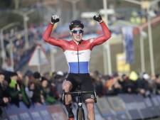 LIVE | Kamp troeft Benoist af en wint beloftenrace GP Adrie van der Poel