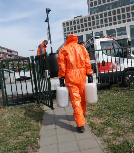 Drugsafval gedumpt op steiger van haventje aan Belcrumweg Breda