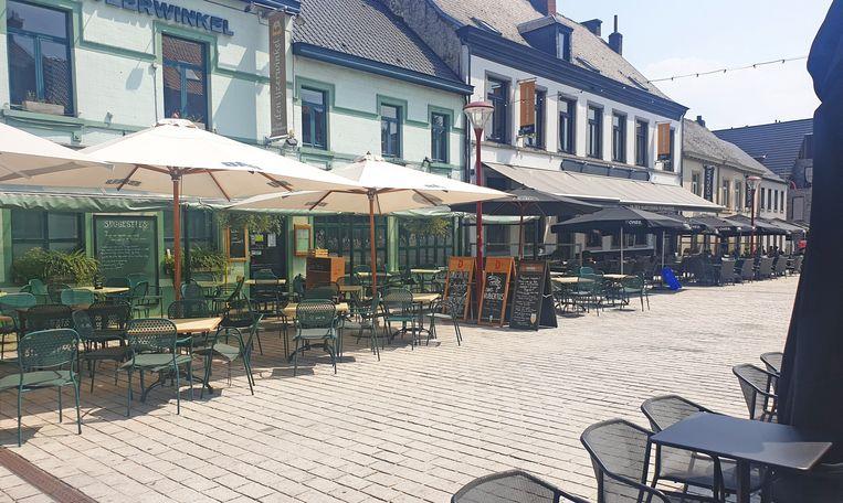 ASSE: Geen overvolle terrassen vanmiddag op de Markt in Asse. De restaurants bleven dicht, de terrassen leeg.