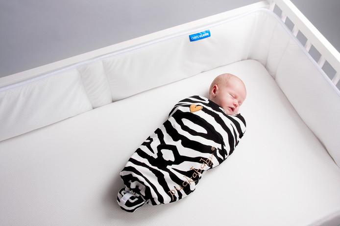 Baby in een slaapzak van Puckababy.