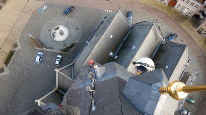 Monumentenwachters houden klimtraining op kerk