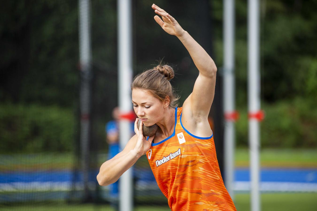 Emma Oosterwegel tijdens de presentatie van de ploeg voor het WK.