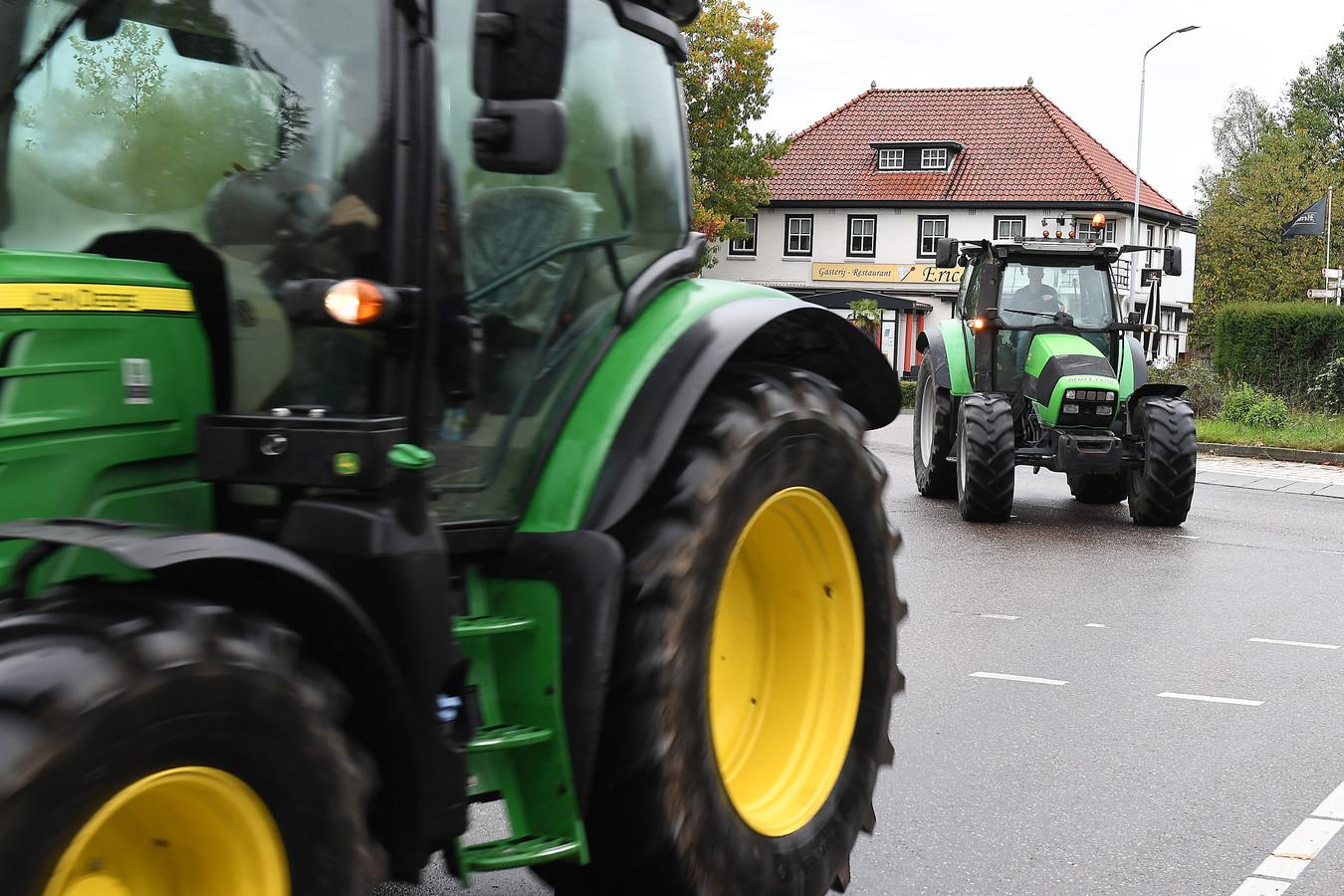 Archieffoto: Boerenprotest op het provinciehuis in Den Bosch van 10 oktober. De meeste boeren gingen met de auto. Een klein aantal wil toch met de trekker.