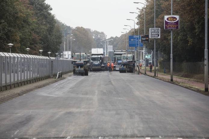 Asfalteringswerkzaamheden op de Geldropseweg.