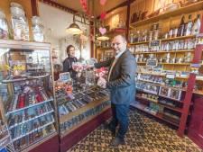 Leven van de liefde én van chocolade - Chocoladewinkel in Kamperland blaast tien kaarsjes uit