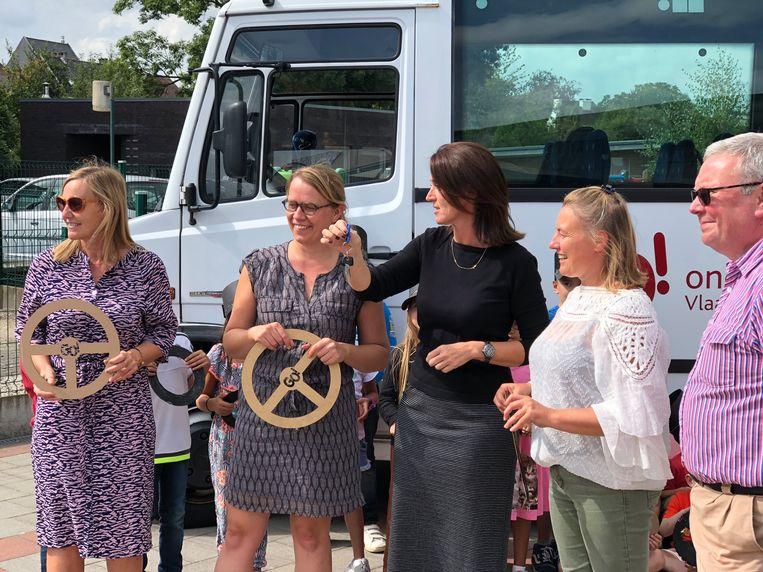 Els Heirweg krijgt de sleutels van algemeen directeur Isabelle Truyen.