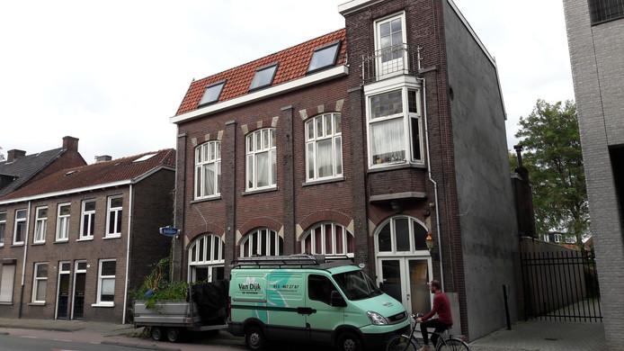Voormalig café Westerburger heette de laatste jaren een bridge-sociëteit Acacia.