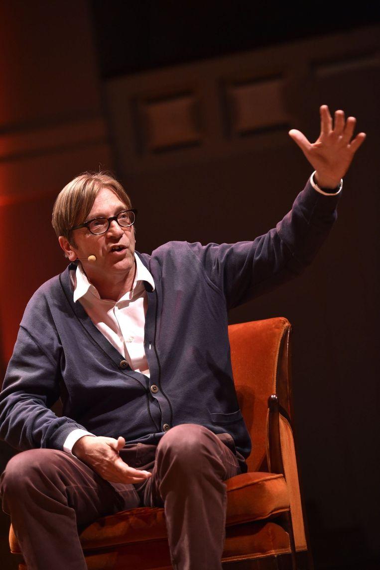 Guy Verhofstadt bespeelt de concertzaal Bozar. Beeld Christophe Licoppe/HH