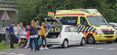Fietser geschept door auto in Dedemsvaart