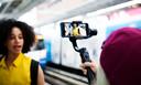 Het blijft soms lastig om stabiel te filmen vanuit de hand. Dan kan een handstatief handig zijn.
