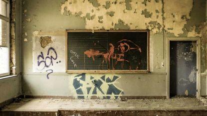 Sloop van oude middelbare school start na paasvakantie