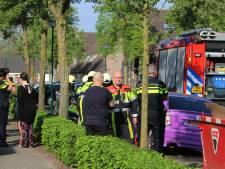 Auto valt op hoofd man tijdens reparatie in Nistelrode