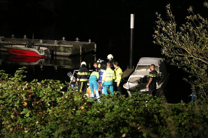 In een bootje nabij de Bakkersdam in Heusden is een gewonde vrouw gevonden.