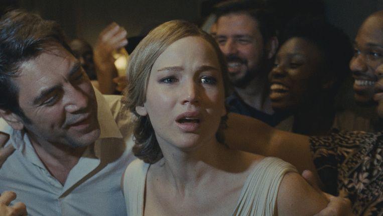 Javier Bardem (Hij) en Jennifer Lawrence (Moeder). Zij is zwanger, hij is de dichter die maar niet wil bevallen van een nieuw gedicht. Beeld Paramount Pictures