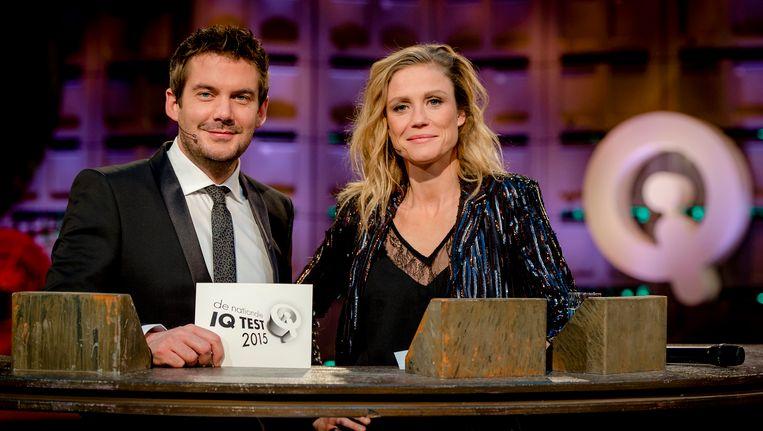 Presentatoren Ruben Nicolai en Sophie Hilbrand voorafgaand aan de Nationale IQ Test van 2015. Nicolai is overigens sinds kort ook in dienst van RTL4, de zender die de rechten van de test overnam. Beeld anp