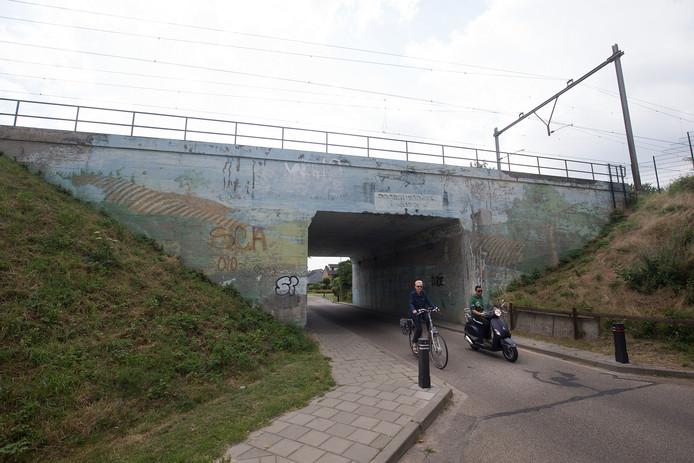 De Biddle-brug aan de Liemersallee in Westervoort. Foto Theo Kock