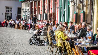"""""""Meer tafels en stoelen moet kunnen"""": Brugge wordt soepeler voor winterterrassen"""