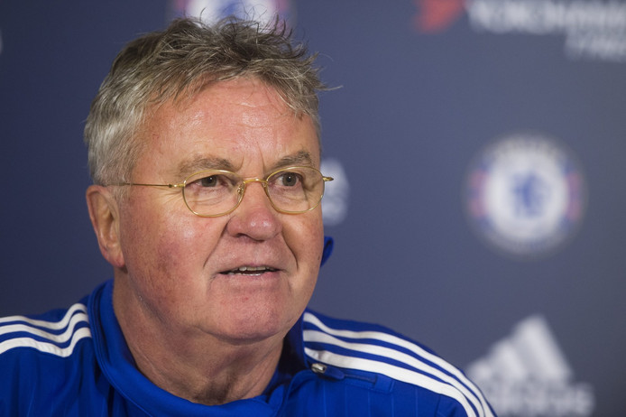 Guus Hiddink als trainer van Chelsea.