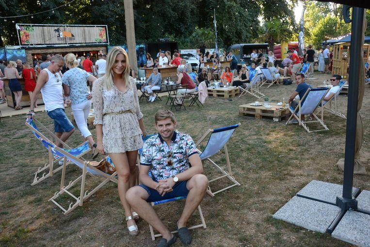 Tim Van der Valk en Pauline Peters zullen ook dit jaar een zomerbar uitbaten in het kasteeldomein.