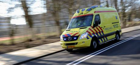 Auto ondersteboven in Belfeld, bestuurder gewond naar ziekenhuis