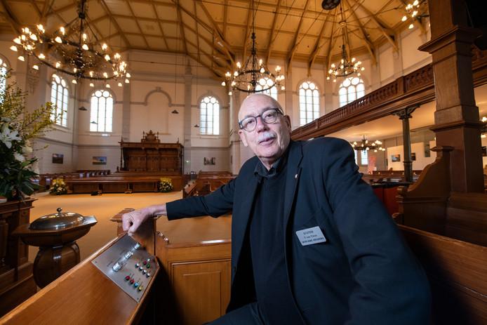 Teun van Twist  is al veertig  jaar koster, vanaf 1997 doet hij 'het huishouden' van de Grote kerk aan de Loolaan.