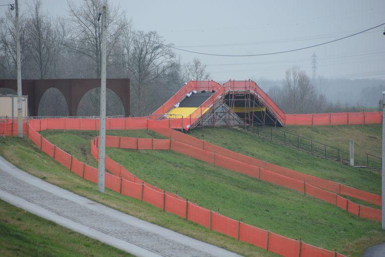 Speciaal voor het BK werd het parcours met een halve kilometer verlengd over de ringdijk.