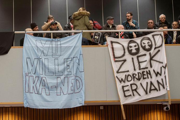 Bezorgde en boze oud-tROMmers verzamelden zich het afgelopen jaar geregeld op de publieke tribune van het Tilburgse stadhuis.