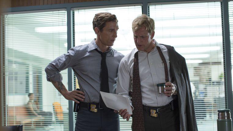 Matthew McConaughey en Woody Harrelson in het eerste seizoen van True Detective. Beeld HBO