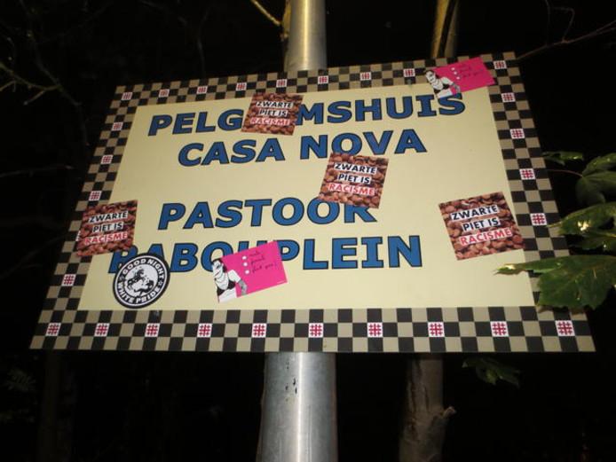 Stickers op het terrein van Civitas Christiana.