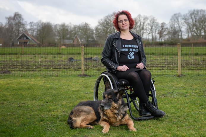 Zingen in een rolstoel: Patricia Oostendarp zit in een rolstoel en zit sinds kort in een rockkoor.