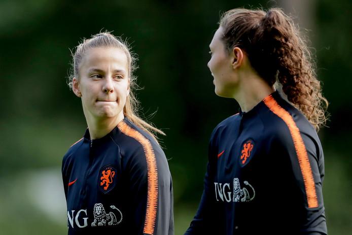 Lynn Wilms en Fenna Kalma, twee nieuwe gezichten bij Oranje.