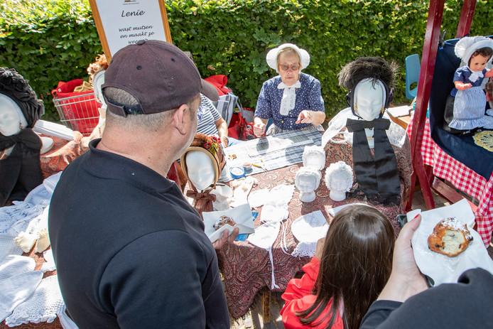 Knipmutsen, kruudmoes en klompen zijn onderdelen van de Sallandse Bottermarkt, die nu officieel is erkend als cultureel erfgoed.