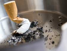 Monteur (62) krijgt 30.000 euro na onterecht ontslag vanwege roken op het werk