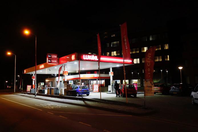Het tankstation dat donderdagavond werd overvallen.