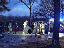 Vrouw en kinderen gewond na ongeluk in Valkenswaard, motorblok uit auto geslingerd