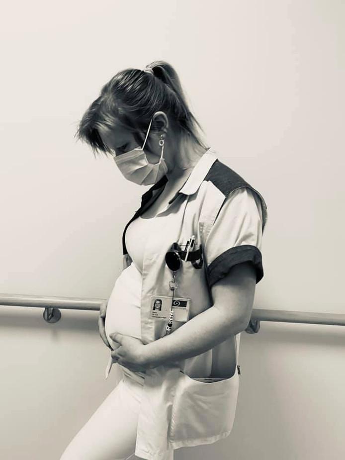Tessa De Vos is momenteel 22 weken zwanger en werkt op de afdeling geriatrie van AZ Sint-Lucas.