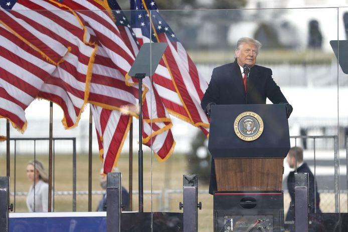 Gisteren riep uittredend president Donald Trump op te protesteren tegen de bekrachtiging van Bidens verkiezingsoverwinning door het Congres. Zijn opruiende taal was aanleiding tot de bestorming van het Capitool.