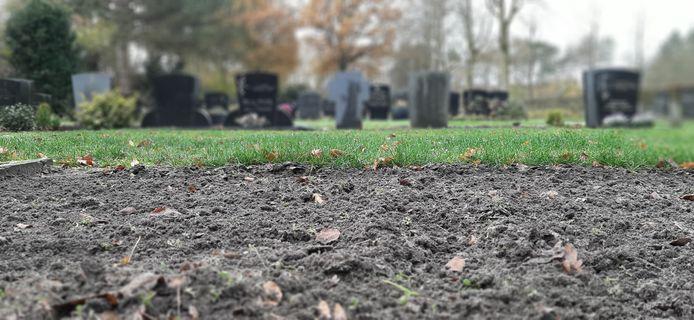 Schoongemaakte grond op begraafplaats 't Loo.