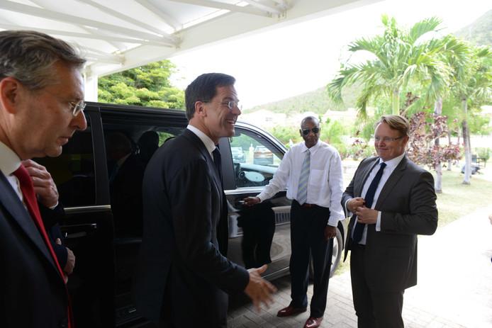 Premier Mark Rutte arriveert op Sint Maarten een bezoek de wederopbouwlocaties en de haven