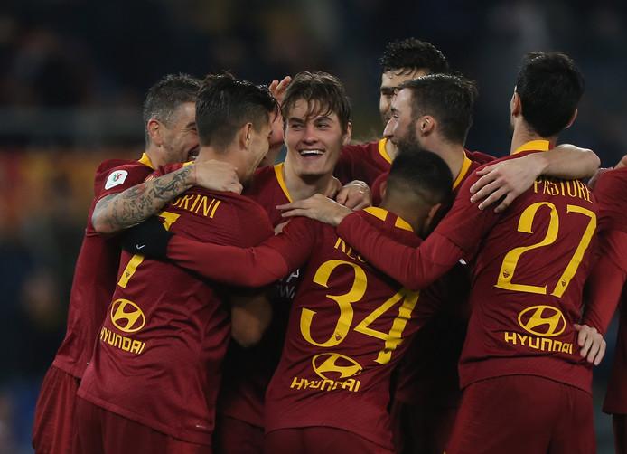 Vreugde bij de spelers van AS Roma na de goal van spits Patrick Schick.